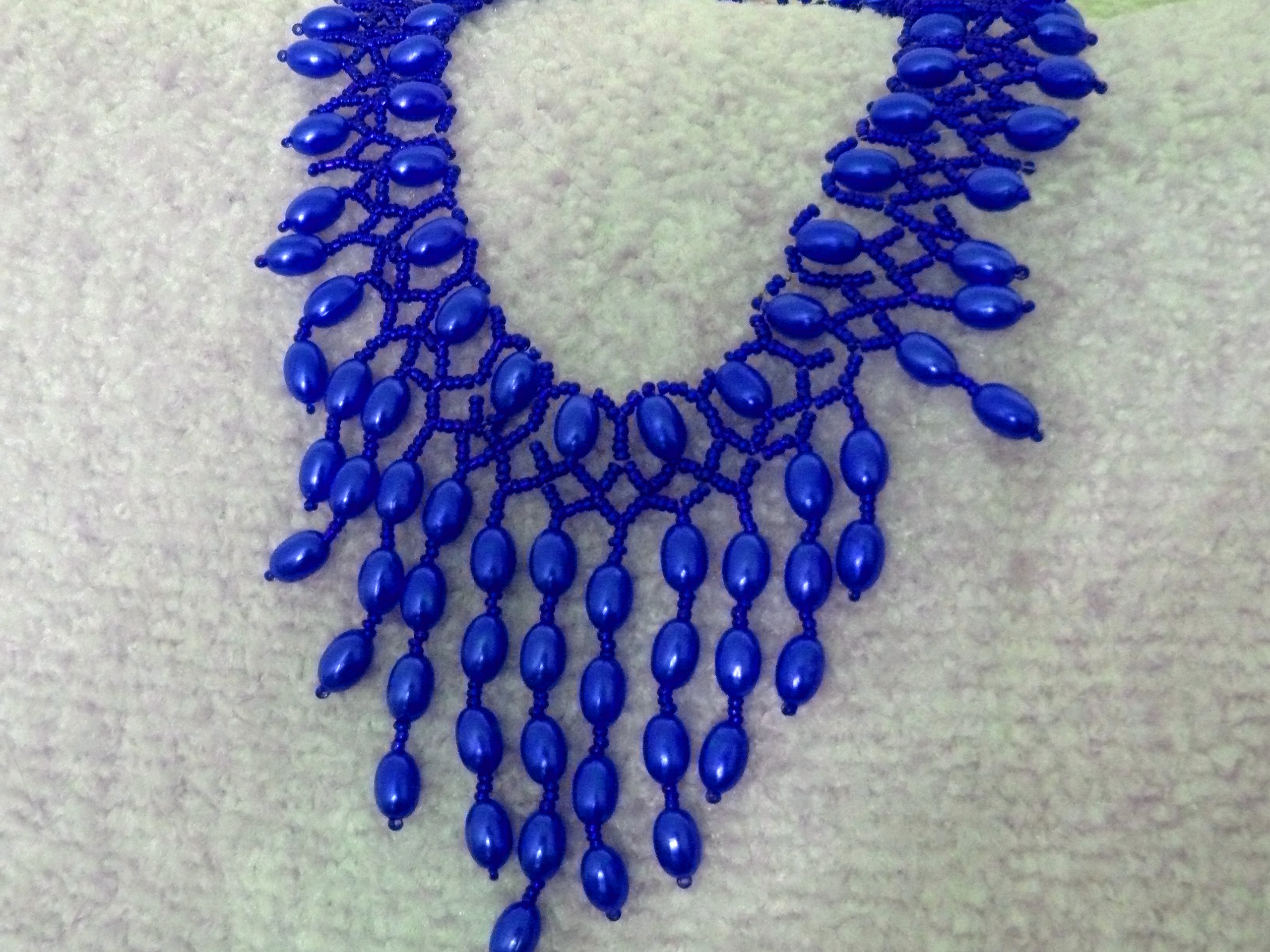 free pattern for beautiful beaded necklace blue drops