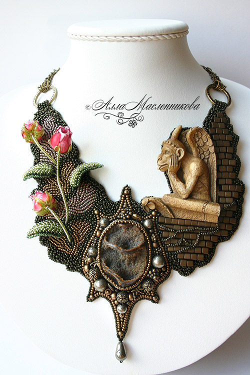 Click to see more photos.  Alla Maslennikova is russian beadwork artist.