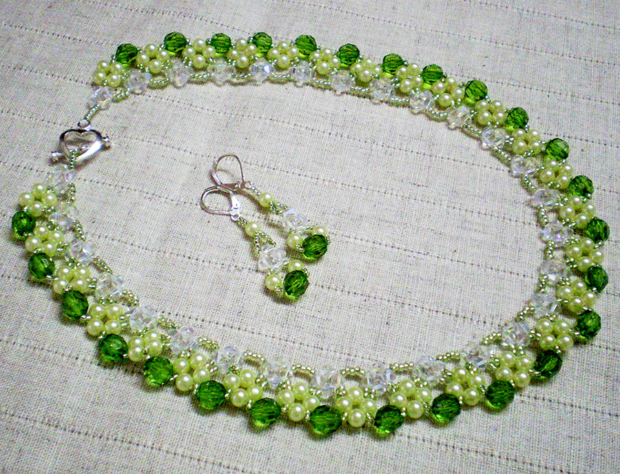 free-beading-tutorial-crystal necklace-1