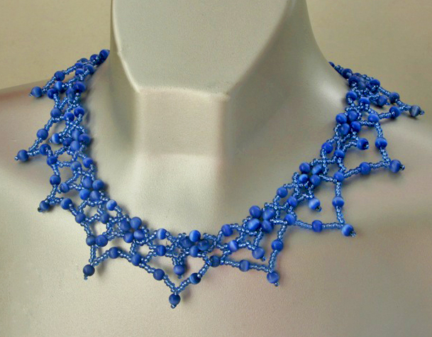 free-pattern-blue-necklace