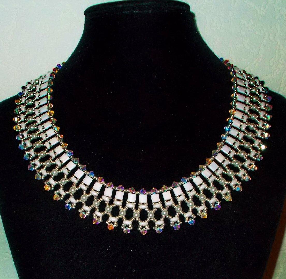 חרוזים on seed beaded necklaces and