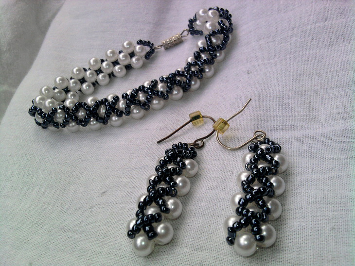 Free simple pattern for necklace and earrings ontario for Simple beaded jewelry patterns