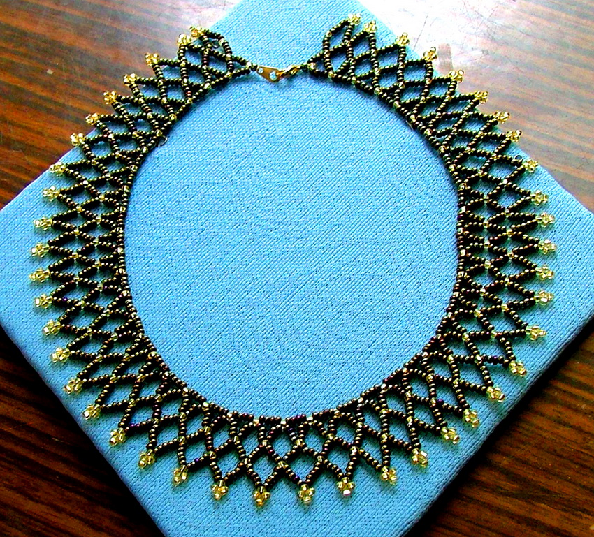 Preatty Beaded Necklace Bronze Age
