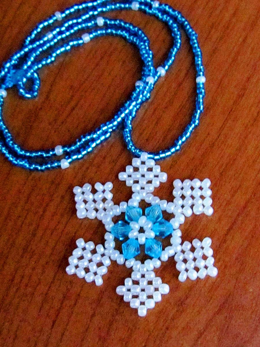 free-beading-snowflake-pendant-pattern-1