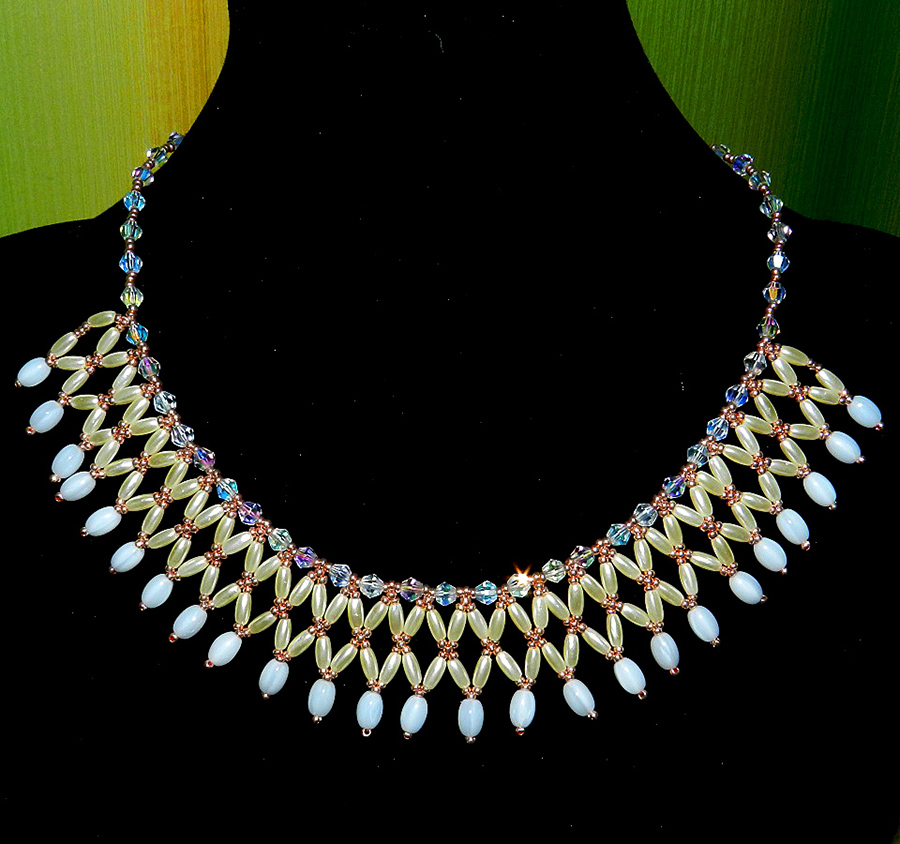 free-beading-tutorial-crystal-necklace-1