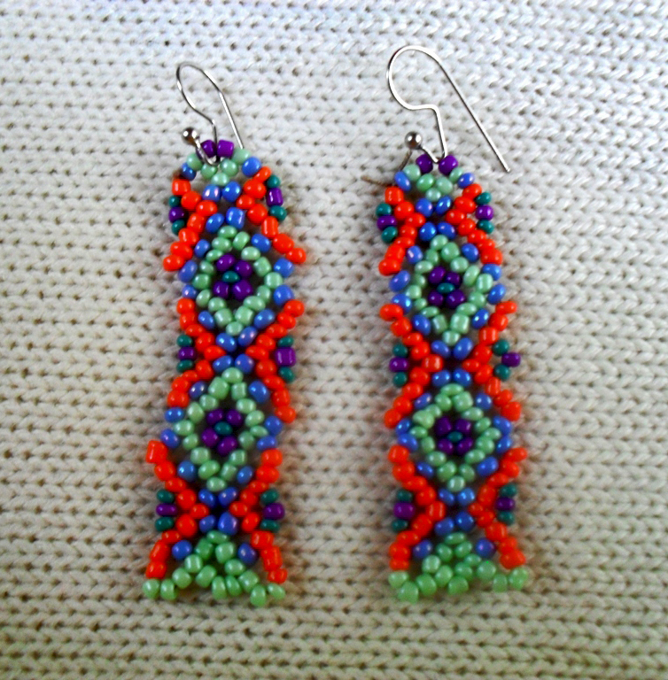 Free pattern for long earrings Helena