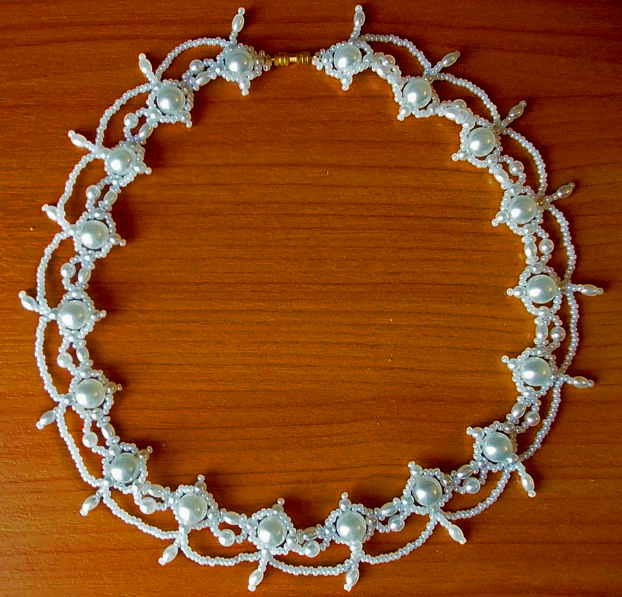 Free pattern for necklace Whiteness
