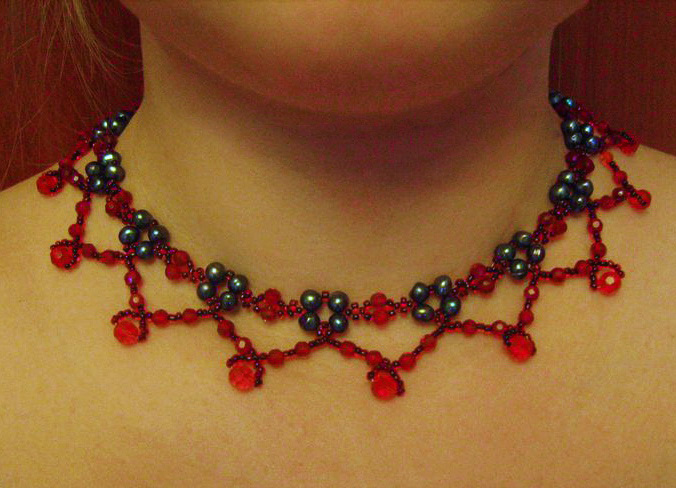 Free pattern for necklace Rojo