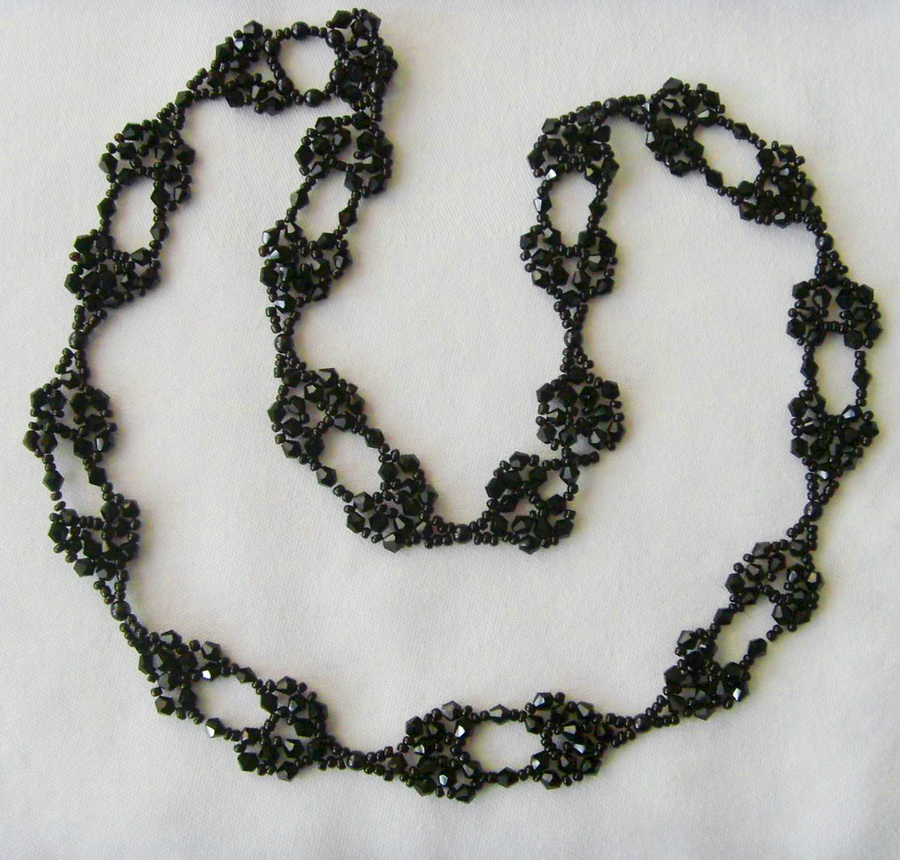 Free pattern for necklace Black Star