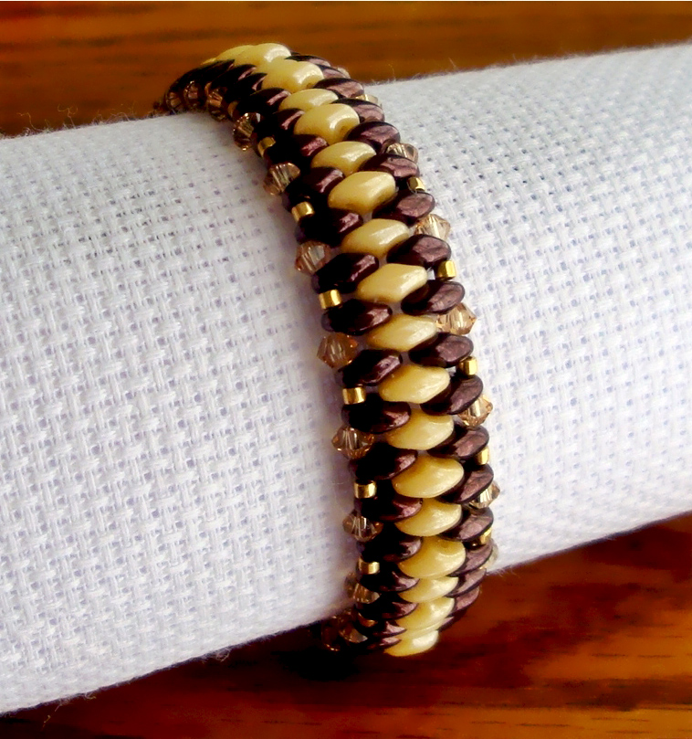 Free pattern for bracelet Just with Superduo