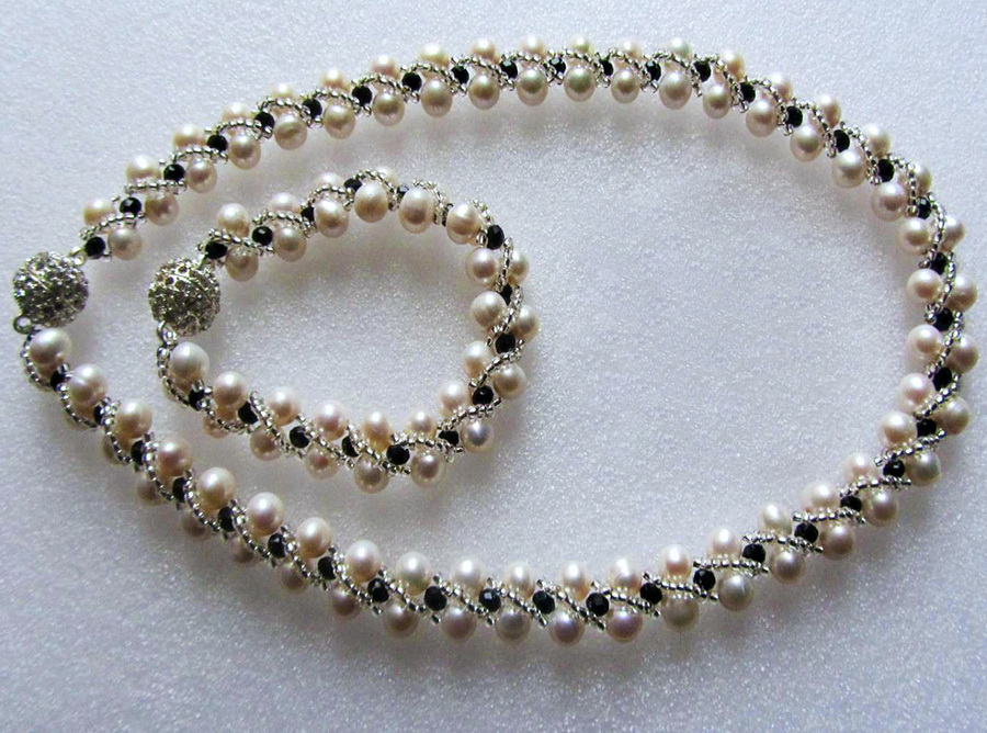 free-beading-tutorial-necklace-pearl--pattern-1