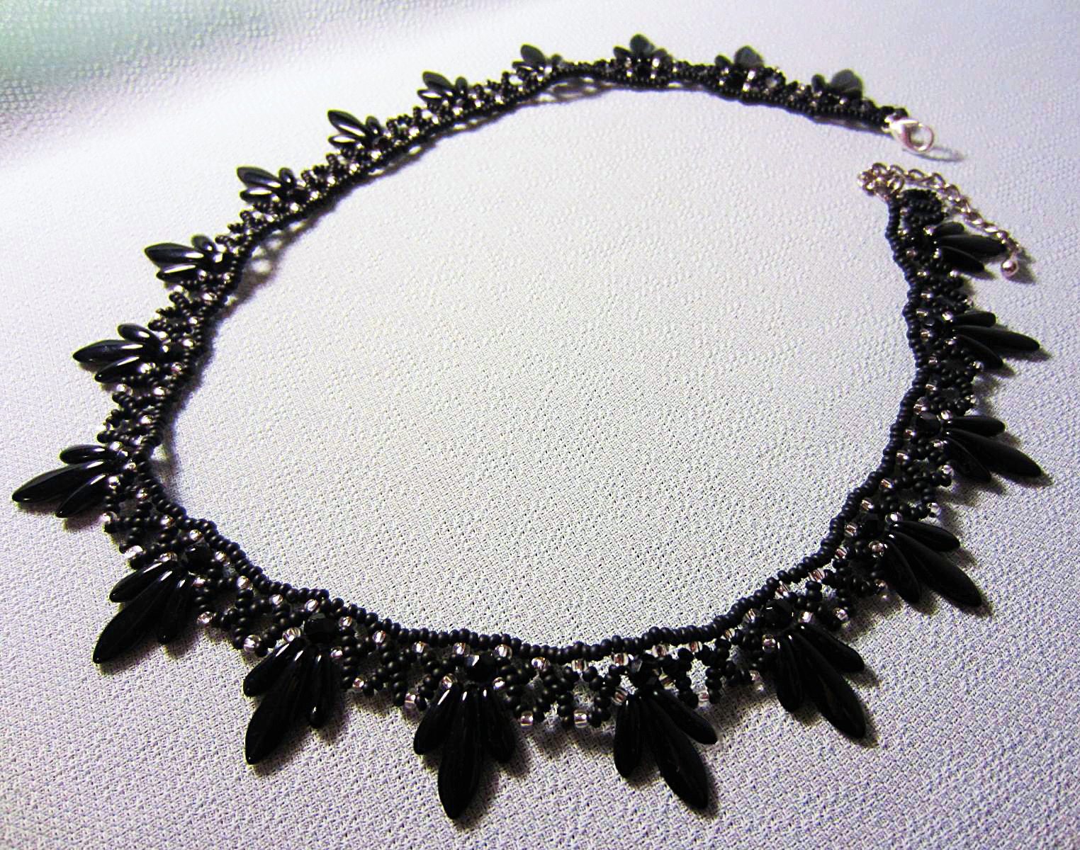 Free pattern for necklace Raven
