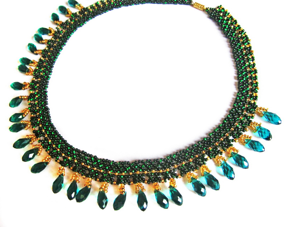 Free pattern for necklace Emerald Lace