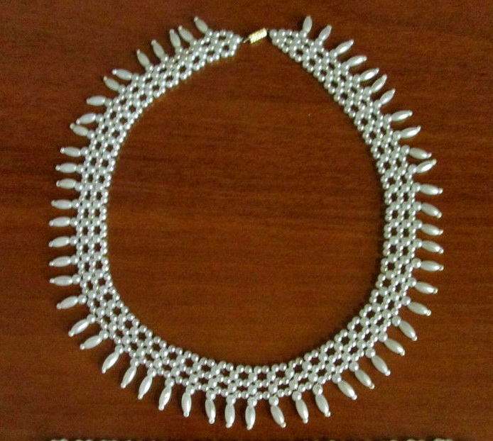 free-beading-tutorial-pearl-necklace-beadsmagic-1