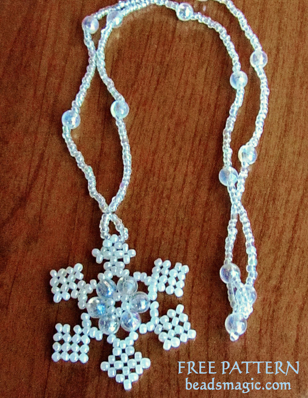 Free pattern for Snowflake pendant