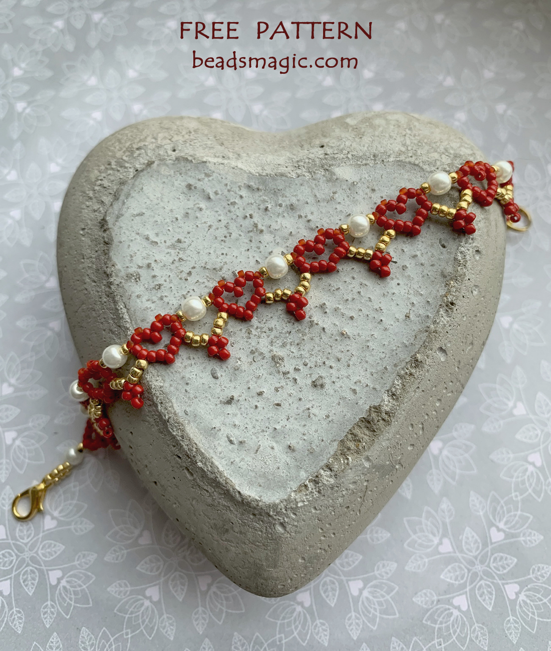 Free pattern for bracelet Red Hearts